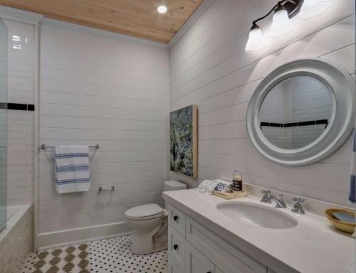 Rossclair Bathroom